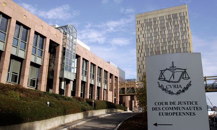 Ежегодно Европейский Суд выделяет ограниченное число оплачиваемых позиций для стажеров. Длительность программ до 5 месяцев. Набор осуществляется два раза в год.