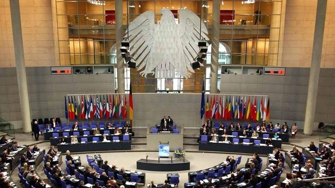 Германский Бундестаг предоставляет молодым людям из 41 страны, в том числе и из России, возможность пройти стажировку у одного из депутатов Бундестага.