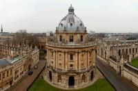 Фонд Кларендон ежегодно выплачивает около 140 стипендий лучшим магистрам университета Оксфорда.