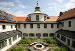 Каждое лето перед молодыми журналистами из России и стран Восточной Европы раскрываются двери бывшего католического монастыря в Мюнхене.