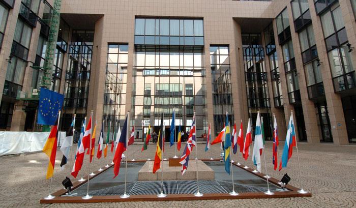 Секретариат Европейского Совета реализует программы стажировок продолжительностью 5 месяцев. Программой предусмотрело 100 оплачиваемых мест.